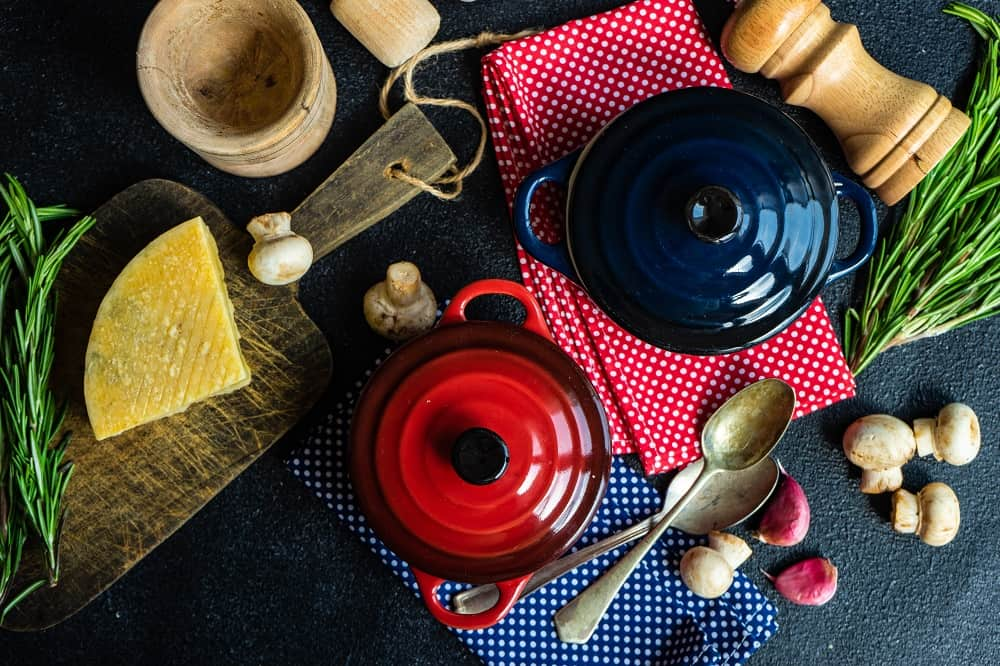 difference between porcelain and ceramic cookware